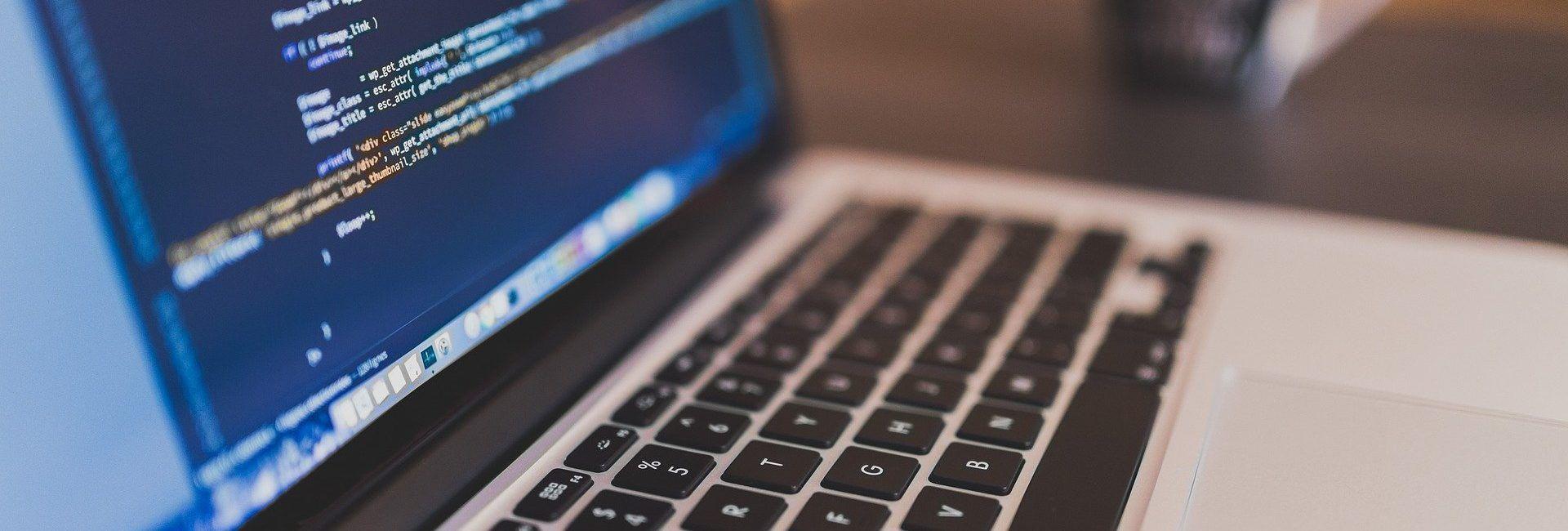 Soporte informático y cursos especializados para empresas y particulares
